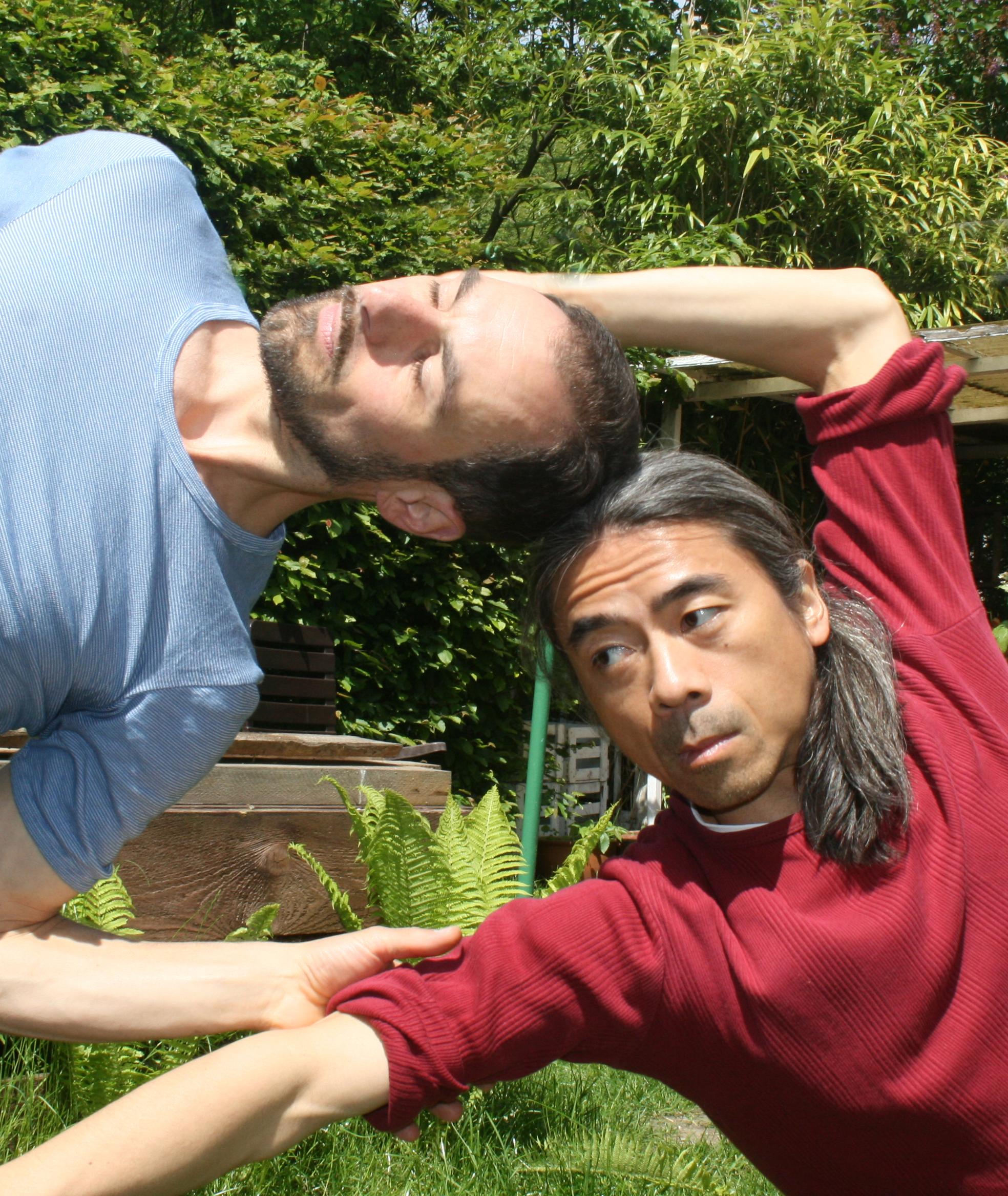"""31.7.2013 """"Tadayou-mono – das Schwebende"""" Eine Tanzperformance von Tsutomu Ozeki und Armin Biermann"""